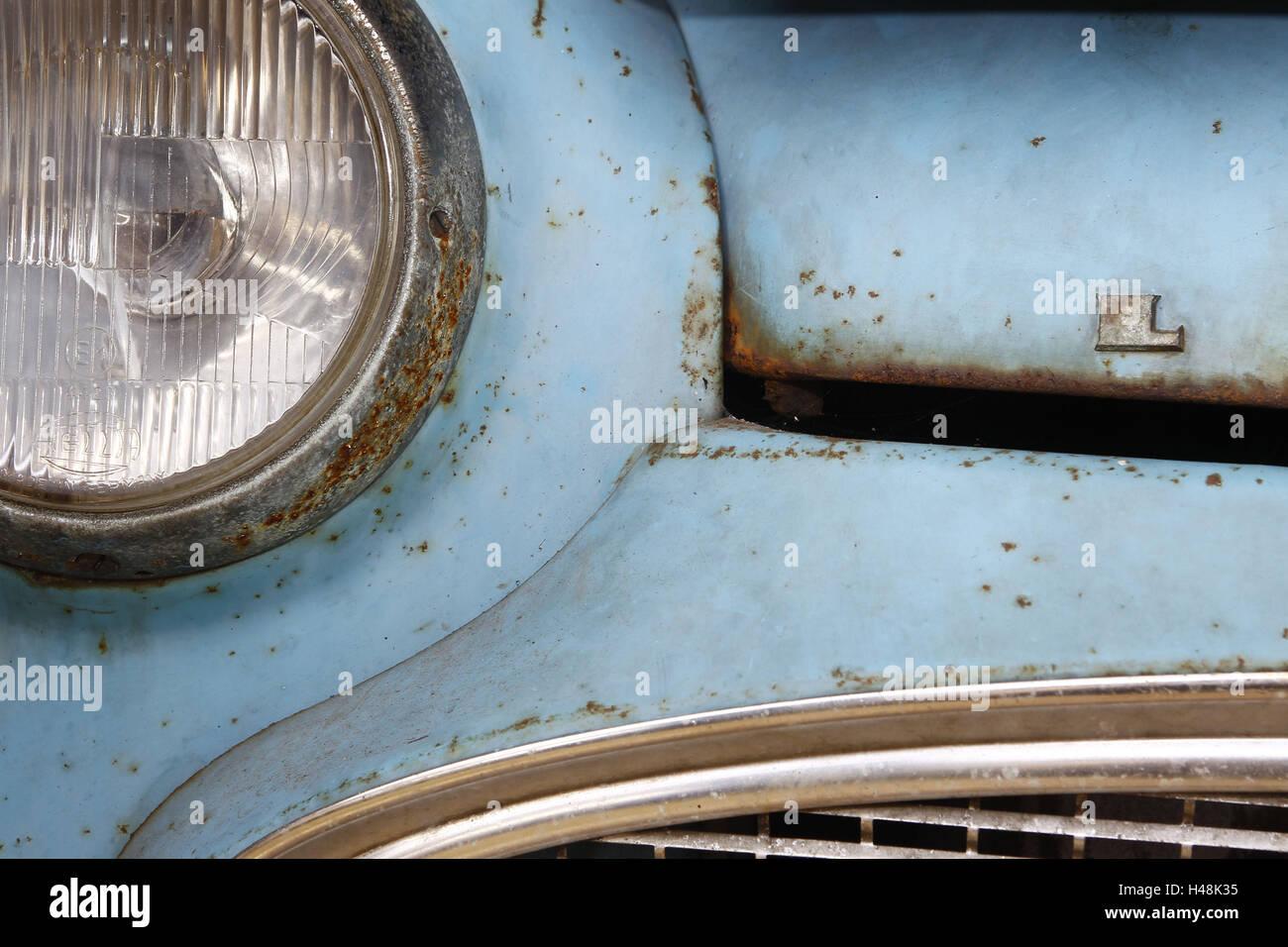 Auto, Detail, Scheinwerfer, Lloyd Oldtimer, hell blau, Rost, mittlere Nahaufnahme Stockbild