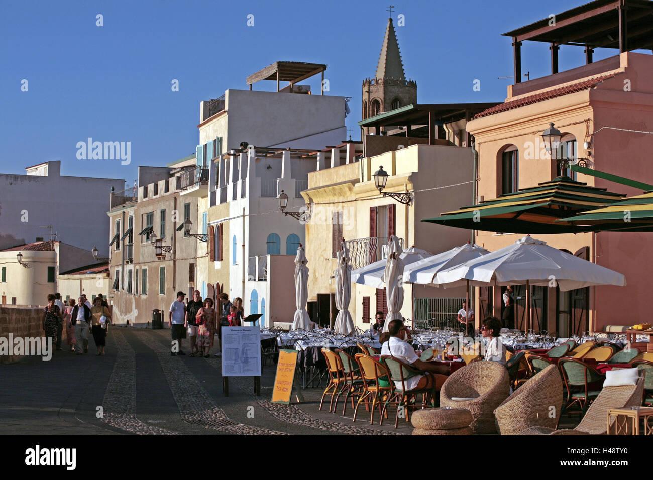 ... Tourist, Kein Model Release, Insel, Ziel, Gebäude, Häuser, Architektur,  Wohnhäuser, Kirche, Kirchturm, Außerhalb Der Stadtmauer, Terrasse,  Gastronomie, ...