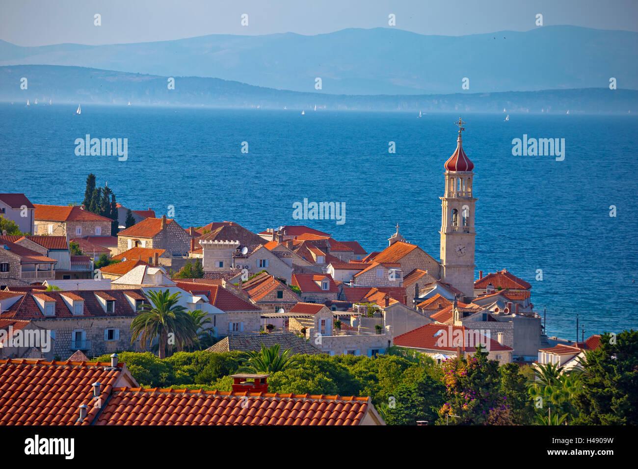 Skyline-Blick Stadt Sutivan, Insel Brac, Kroatien Stockfoto