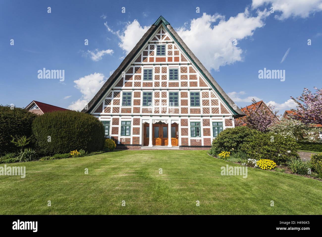 deutschland niedersachsen altes land region jork dorf reetgedeckte haus stockfoto. Black Bedroom Furniture Sets. Home Design Ideas