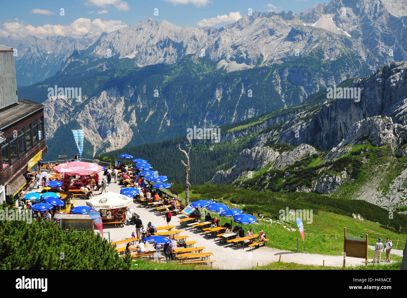 deutschland bayern garmisch partenkirchen alpspitze bergrestaurant terrasse tourist. Black Bedroom Furniture Sets. Home Design Ideas
