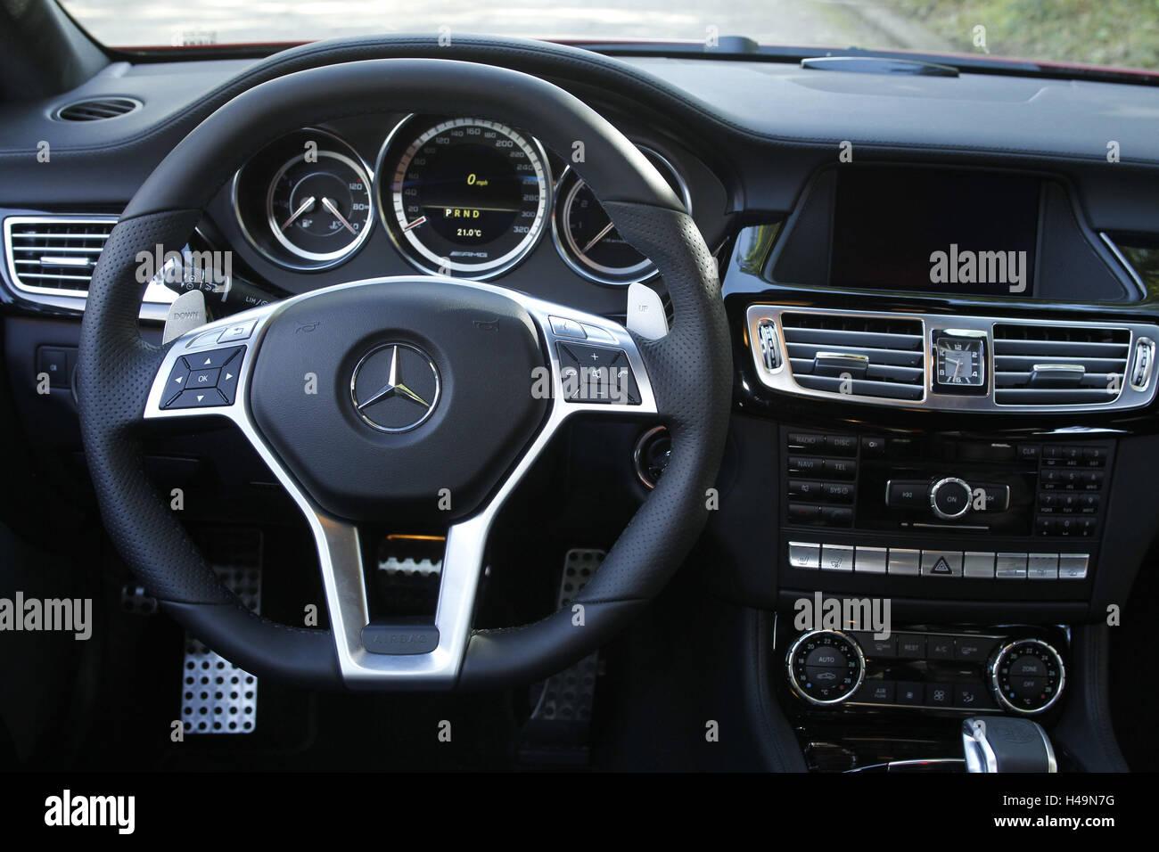 Armaturen, Auto, Mercedes CLS 63 AMG, Interieur, Steuer Stockfoto ...