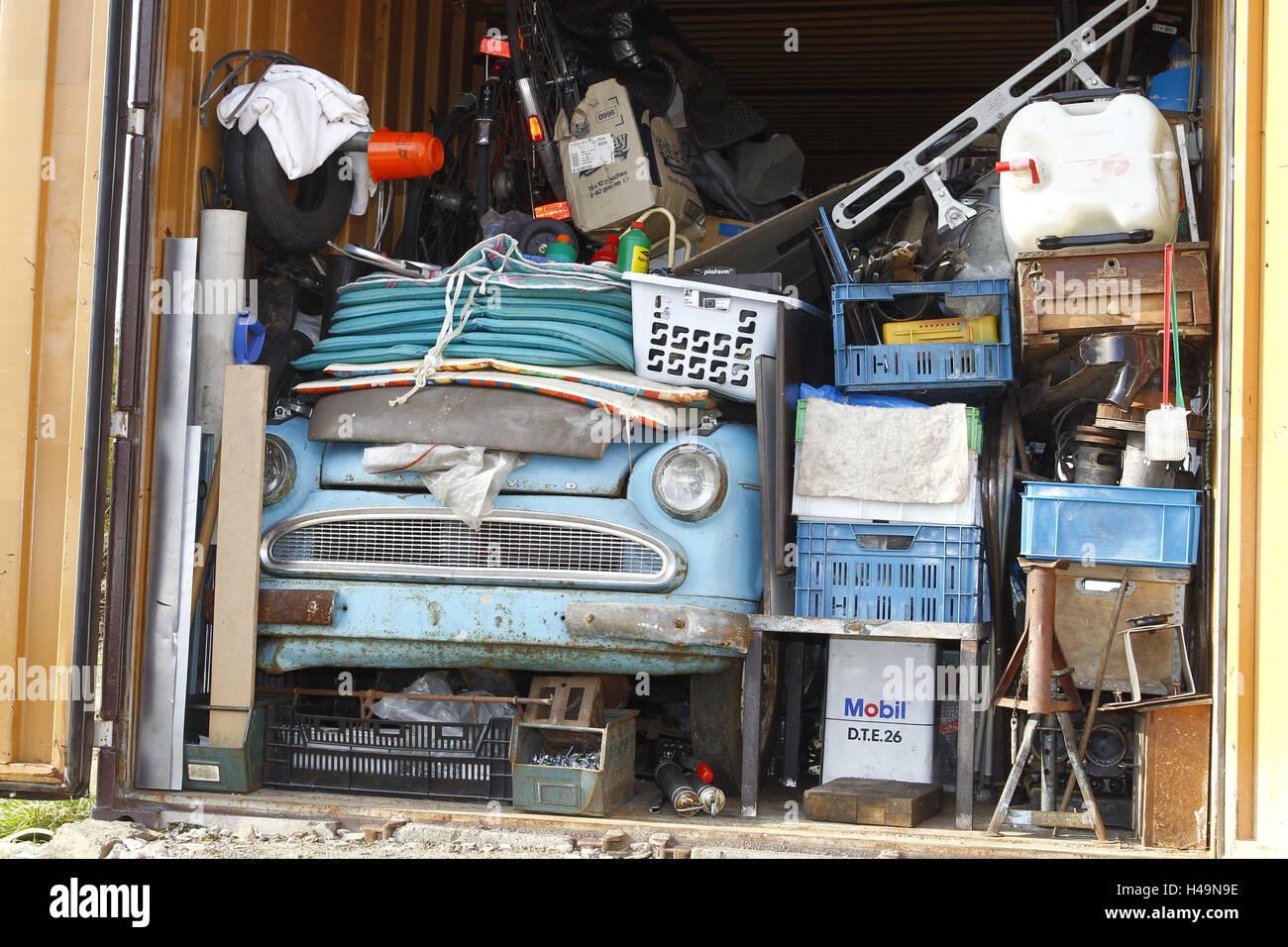 Garage, Lloyd Oldtimer, Scheune finden unter Schrott, Stockbild