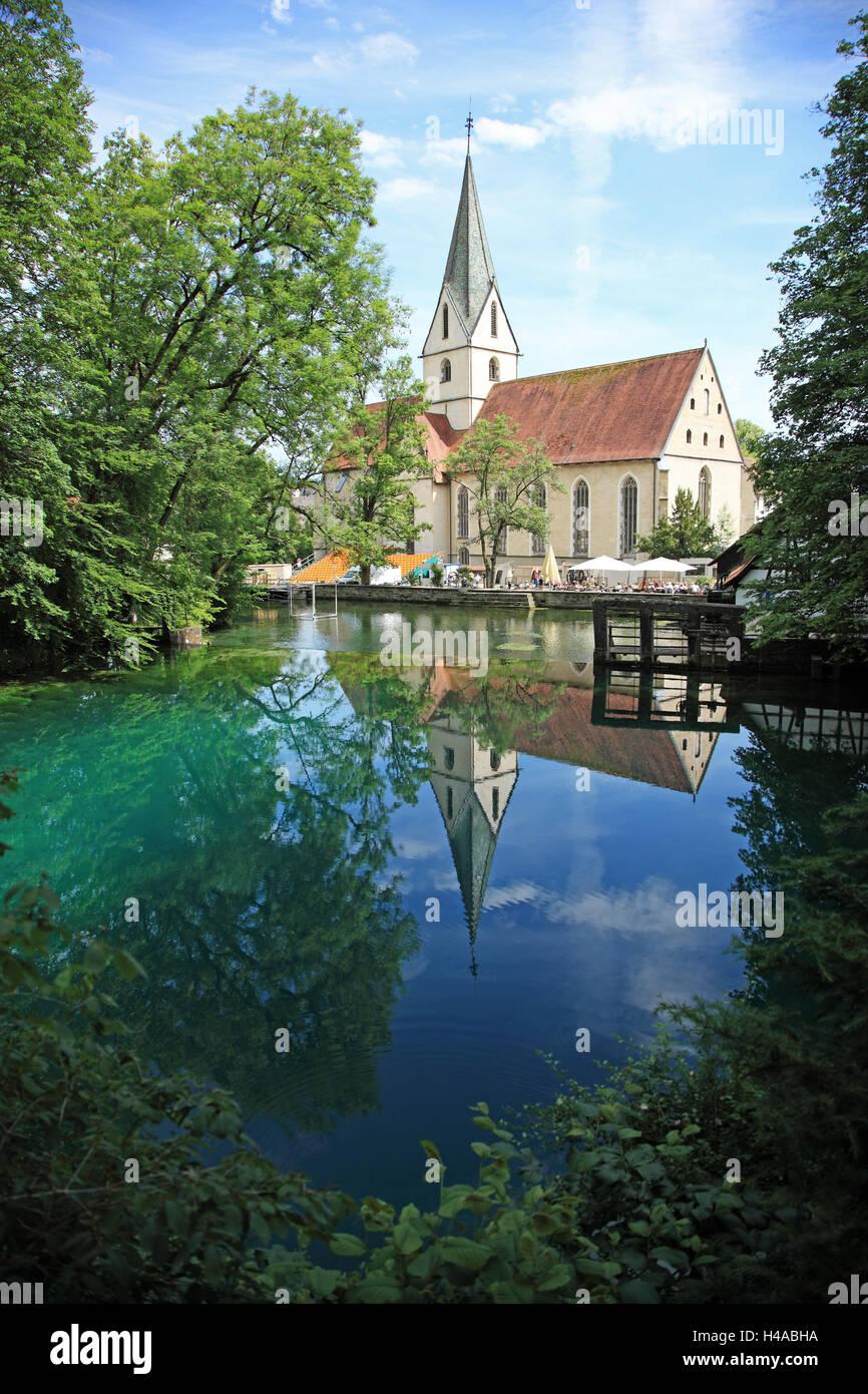 Deutschland, Baden-Württemberg, schwäbischen Alb, Blaubeuren, Blautopf, Blaubeuren Abbey, Reflexion, Stockbild