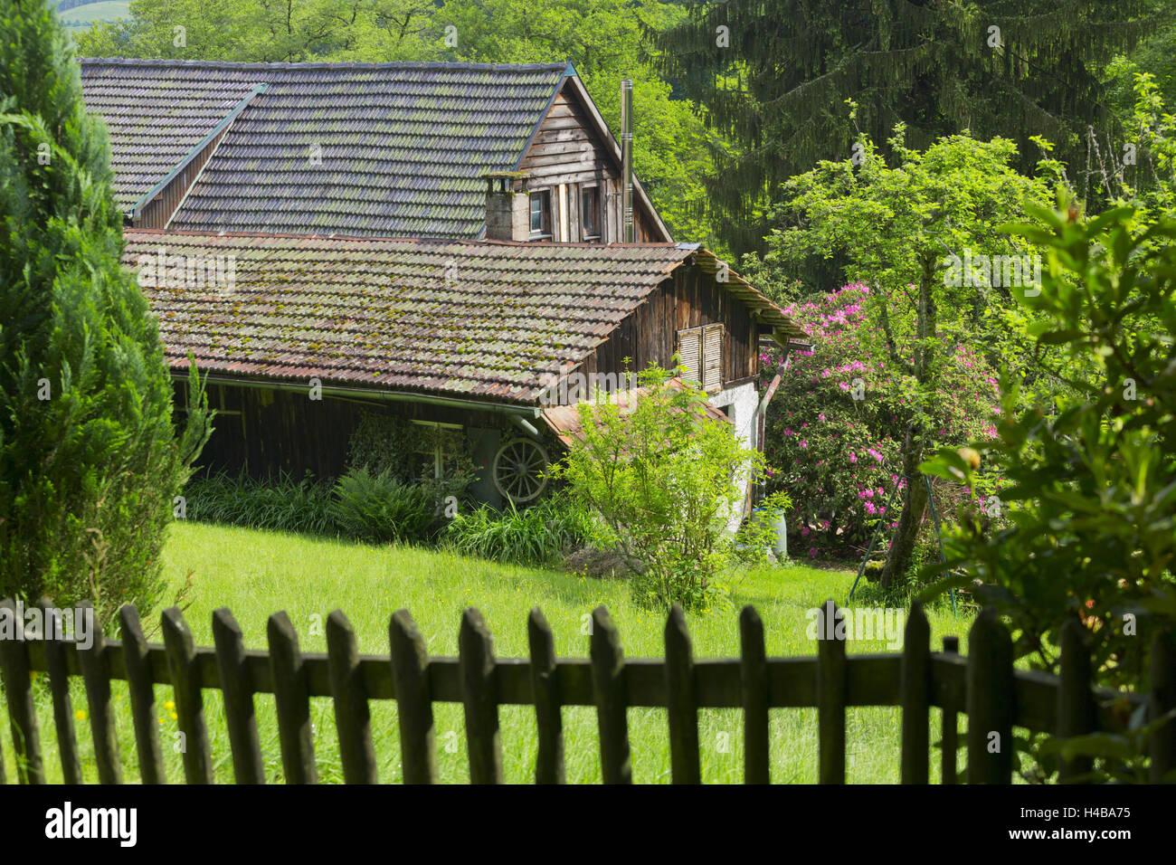 bauernhof zaun zeichnung weißer konkreter bauernhof zaun gerold villagesau schwarzwald badenbaden badenwürttemberg deutschland baden