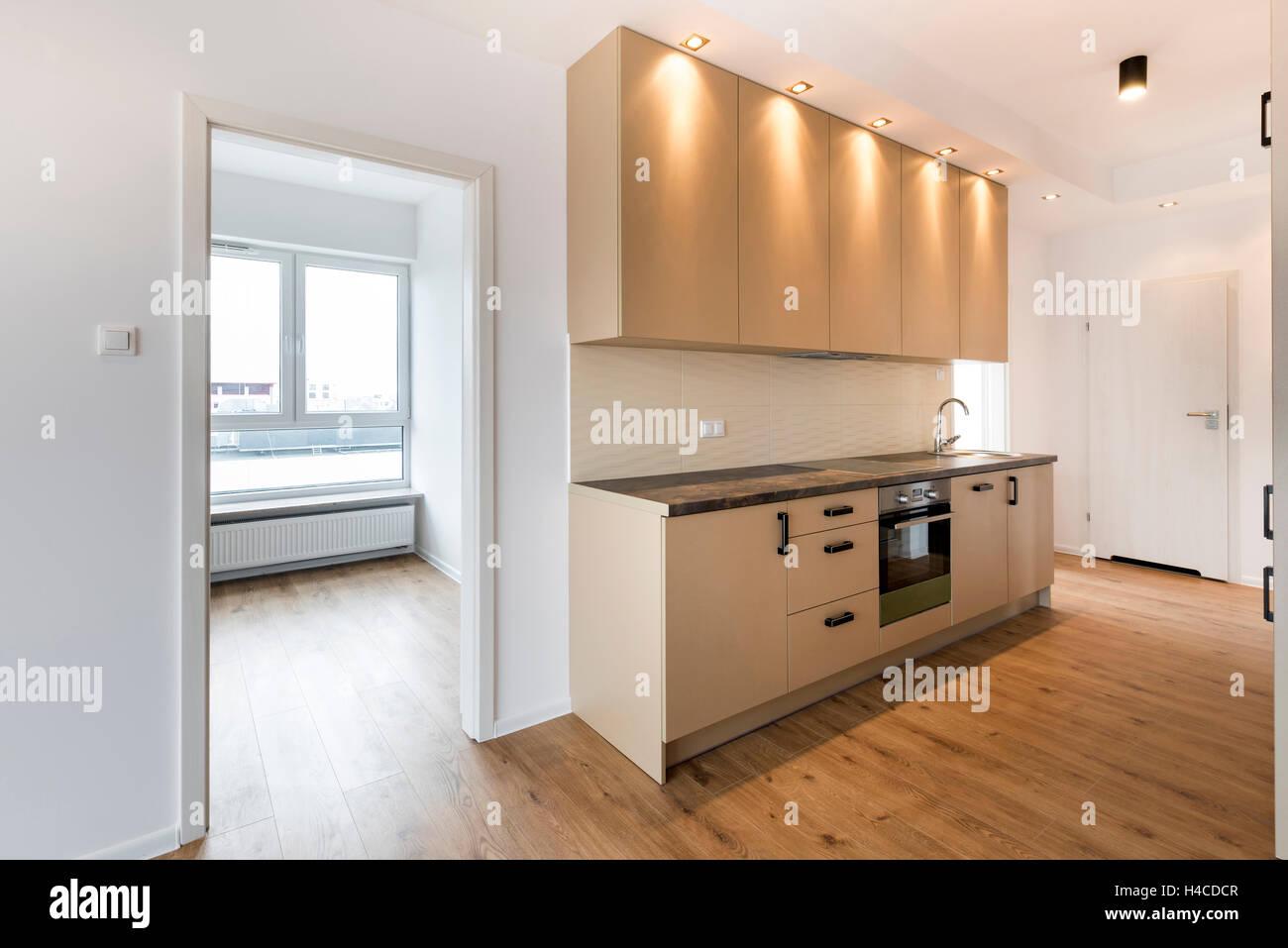 Neue Wohnung, leeren Raum mit Küche Innenarchitektur Stockfoto, Bild ...