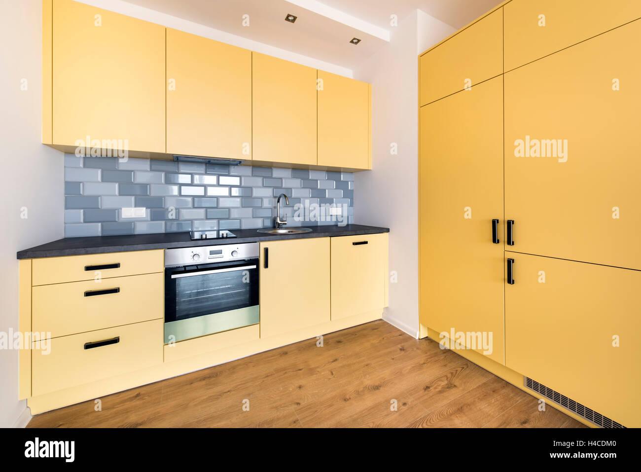 Neue Wohnung, leer mit heimischen Küche Innenarchitektur Stockfoto ...