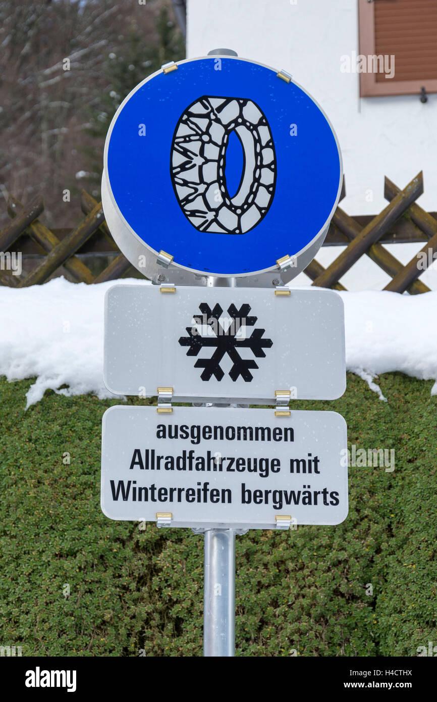 Straßenschild, Anti-Rutsch-Kette Pflicht Stockbild