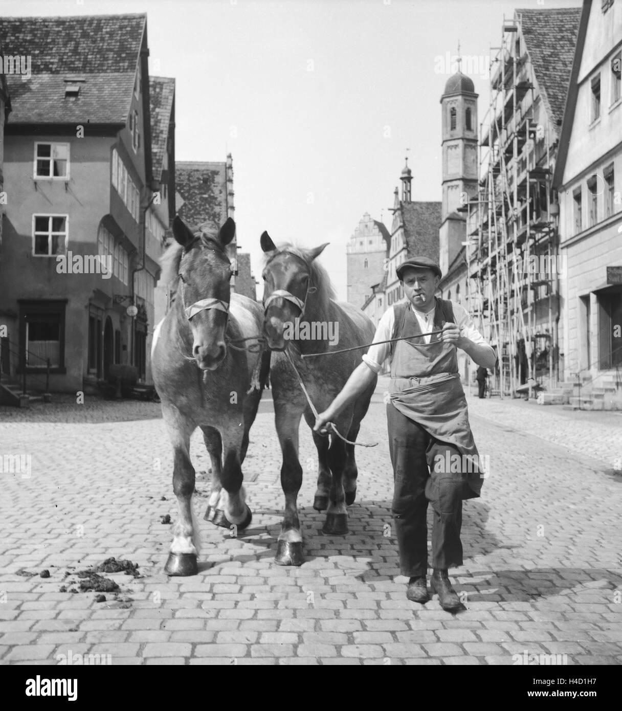 Unterwegs in Und um Dinkelsbühl in Mittelfranken, 1930er Jahre Deutschland. Am und rund um die Stadt Dinkelsbühl Stockbild