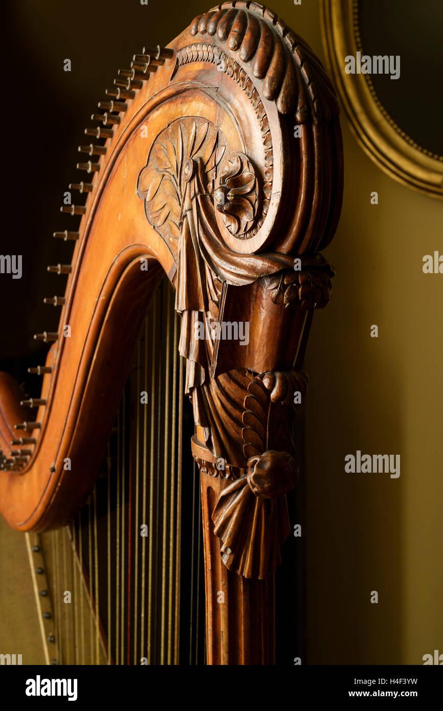 Detail einer klassischen Harfe hautnah Stockbild