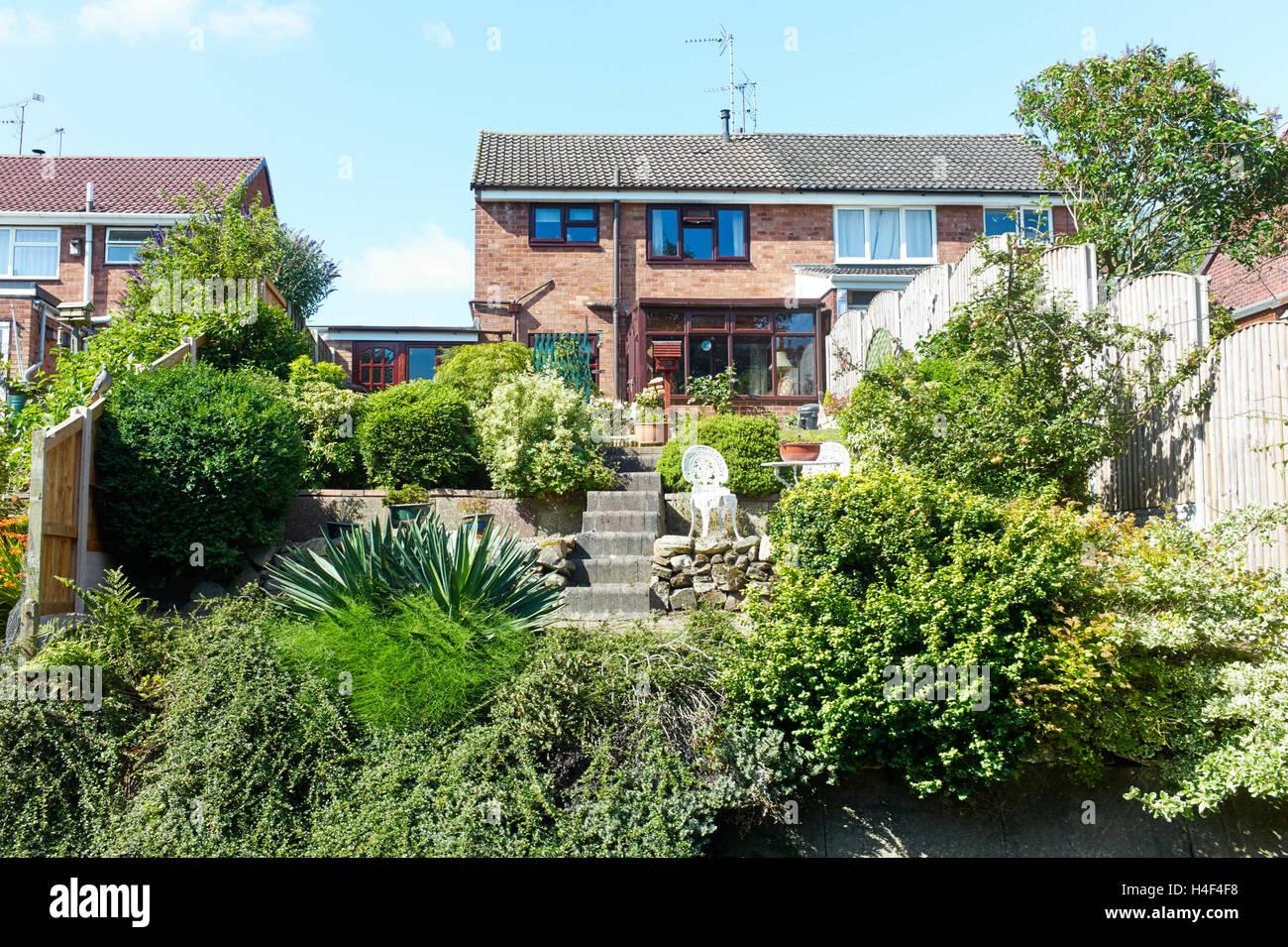 Garten Hinter Dem Haus Von Doppelhaushälfte Stockfoto Bild