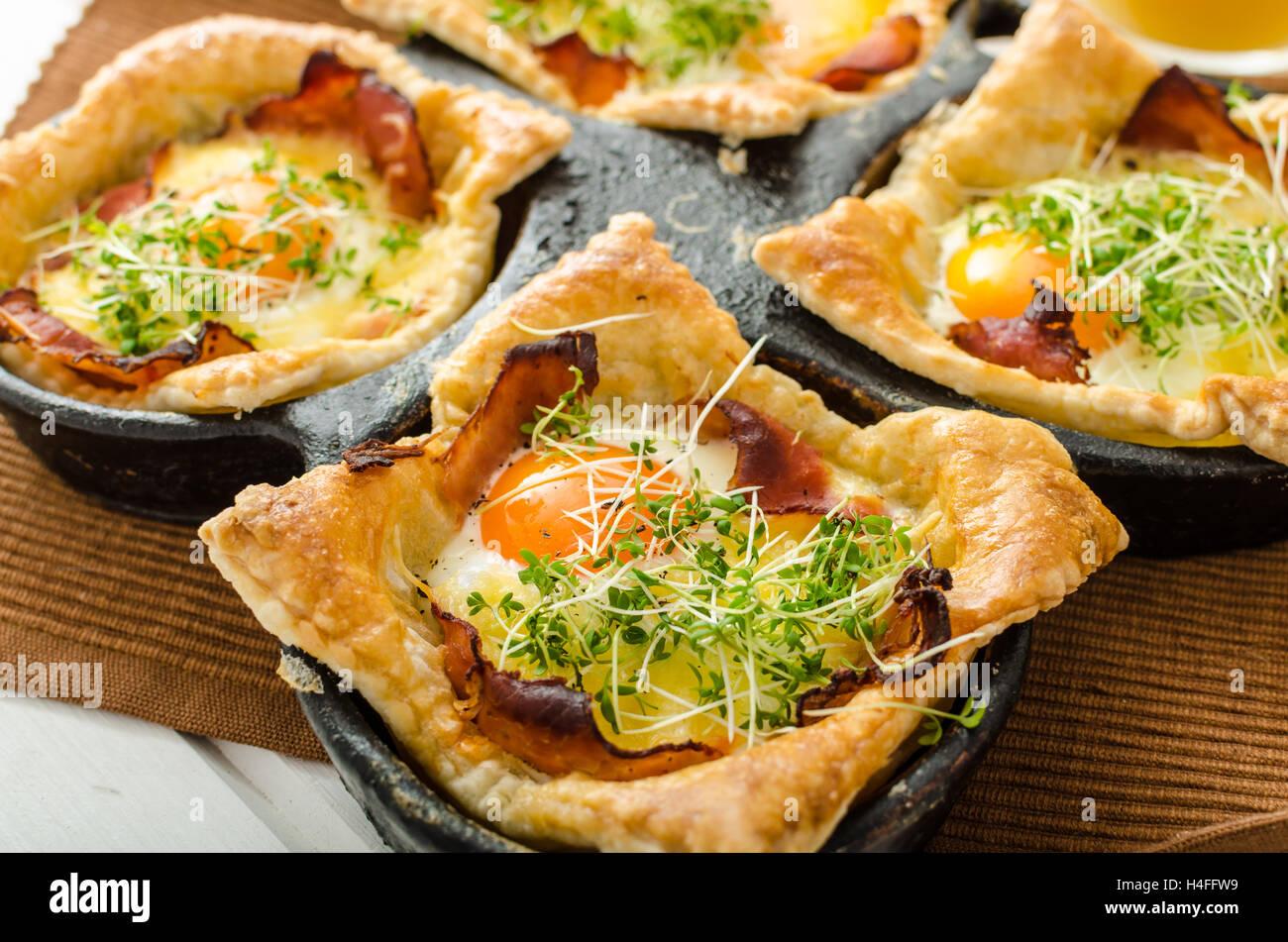 Spiegeleier In Blätterteig In Schinken überbacken Mit Käse Und
