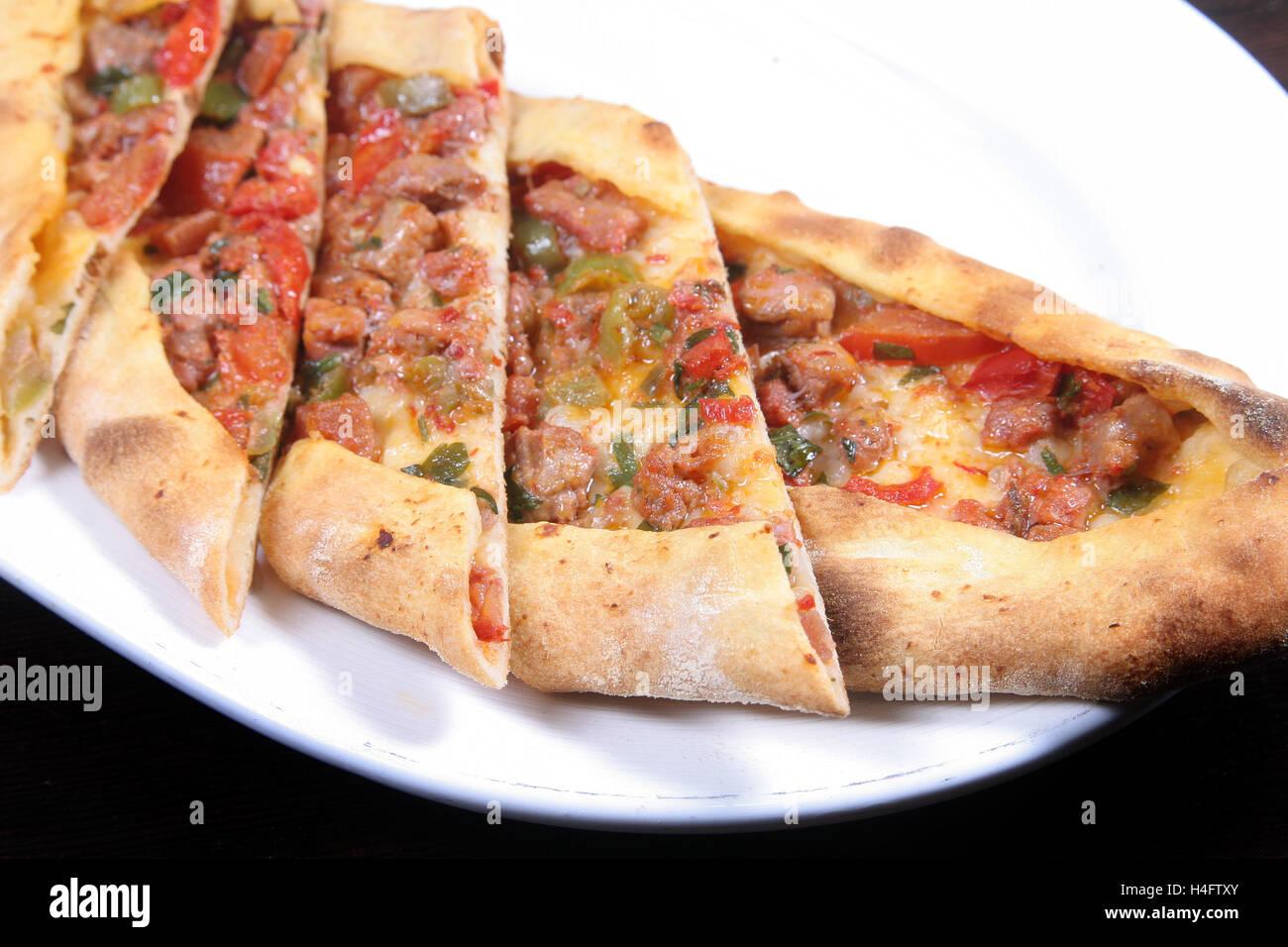 Türkische Pizza Mit Lamm Würfel Pide Stockfoto Bild 123280051 Alamy