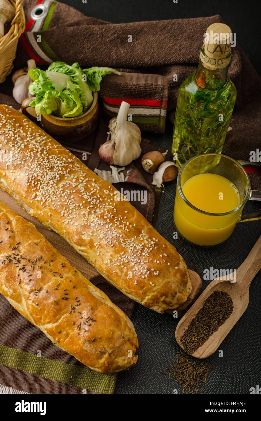 Roll Out Blätterteig Gefüllt Mit Champignons Käse Und Schinken