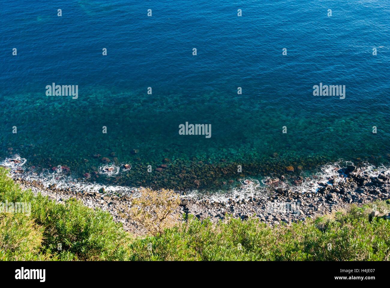 Luftaufnahme der Küste unterhalb der Timpa, in der Nähe von Catania (Ost-Sizilien) Stockbild