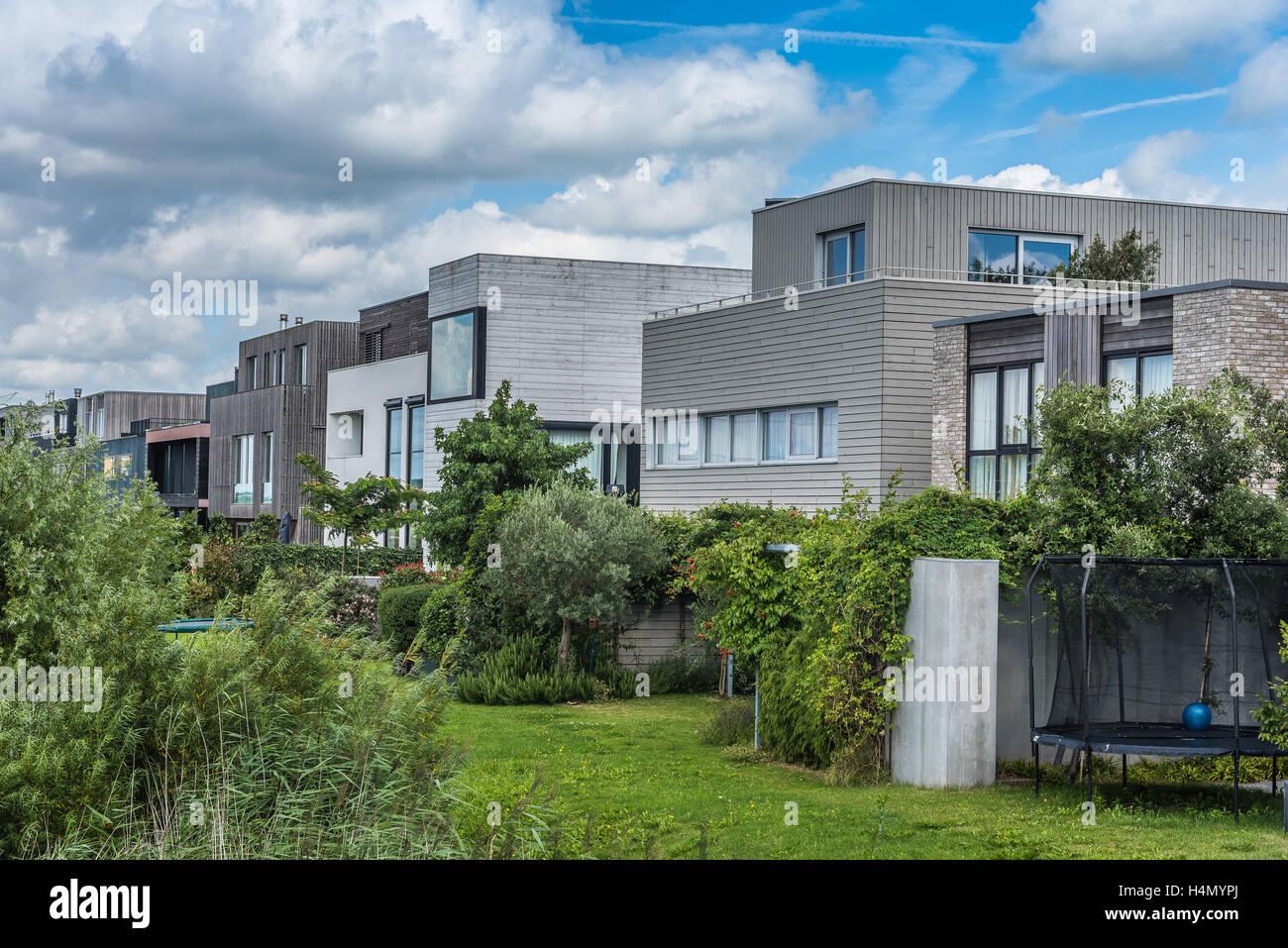 Amsterdam, Niederlande - 8. August 2016: Moderne Architektur Häuser ...