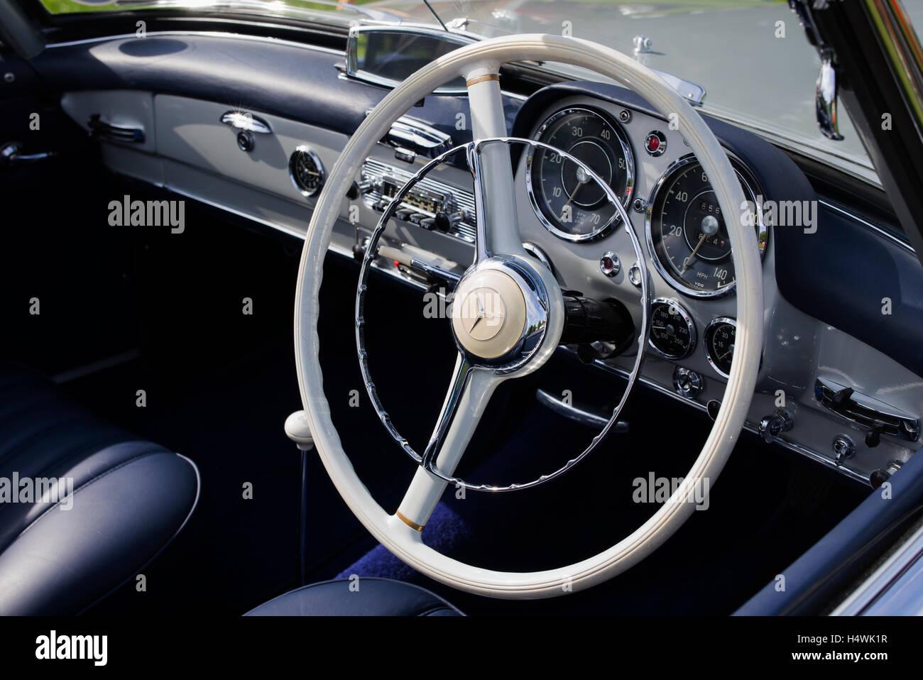 Armaturenbrett mercedes  1961 Mercedes Benz 190SL Sports Tourer Innenraum Armaturenbrett ...