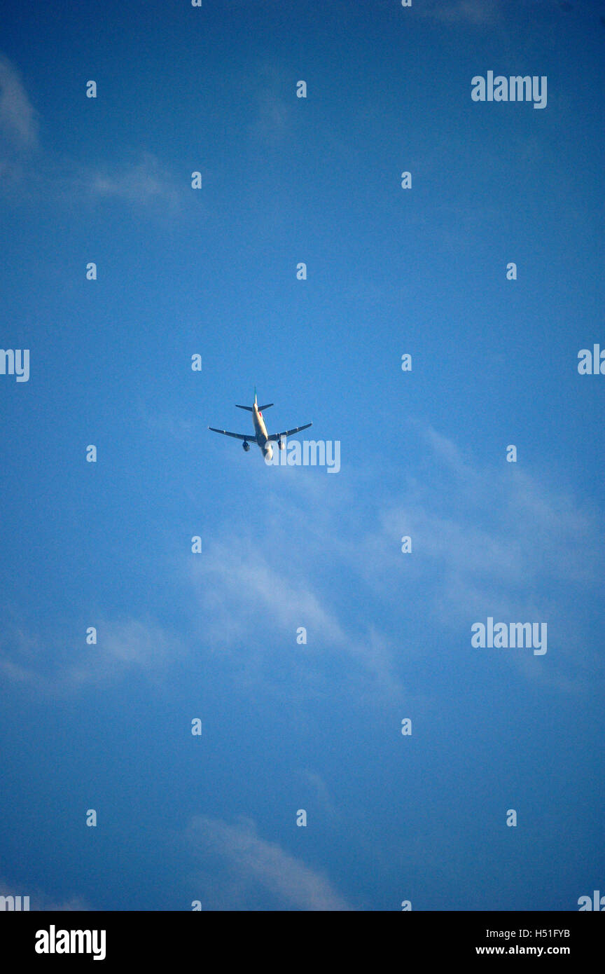 Kommerzielle Flugzeug im Flug Stockbild
