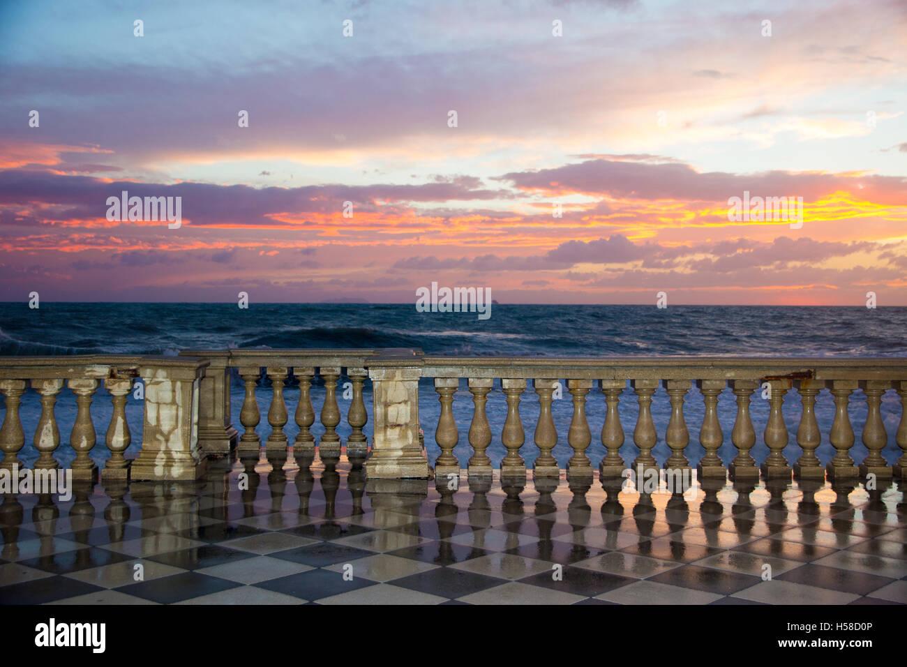 Terrazza Mascagni a Livorno bei Sonnenuntergang Stockfoto, Bild ...