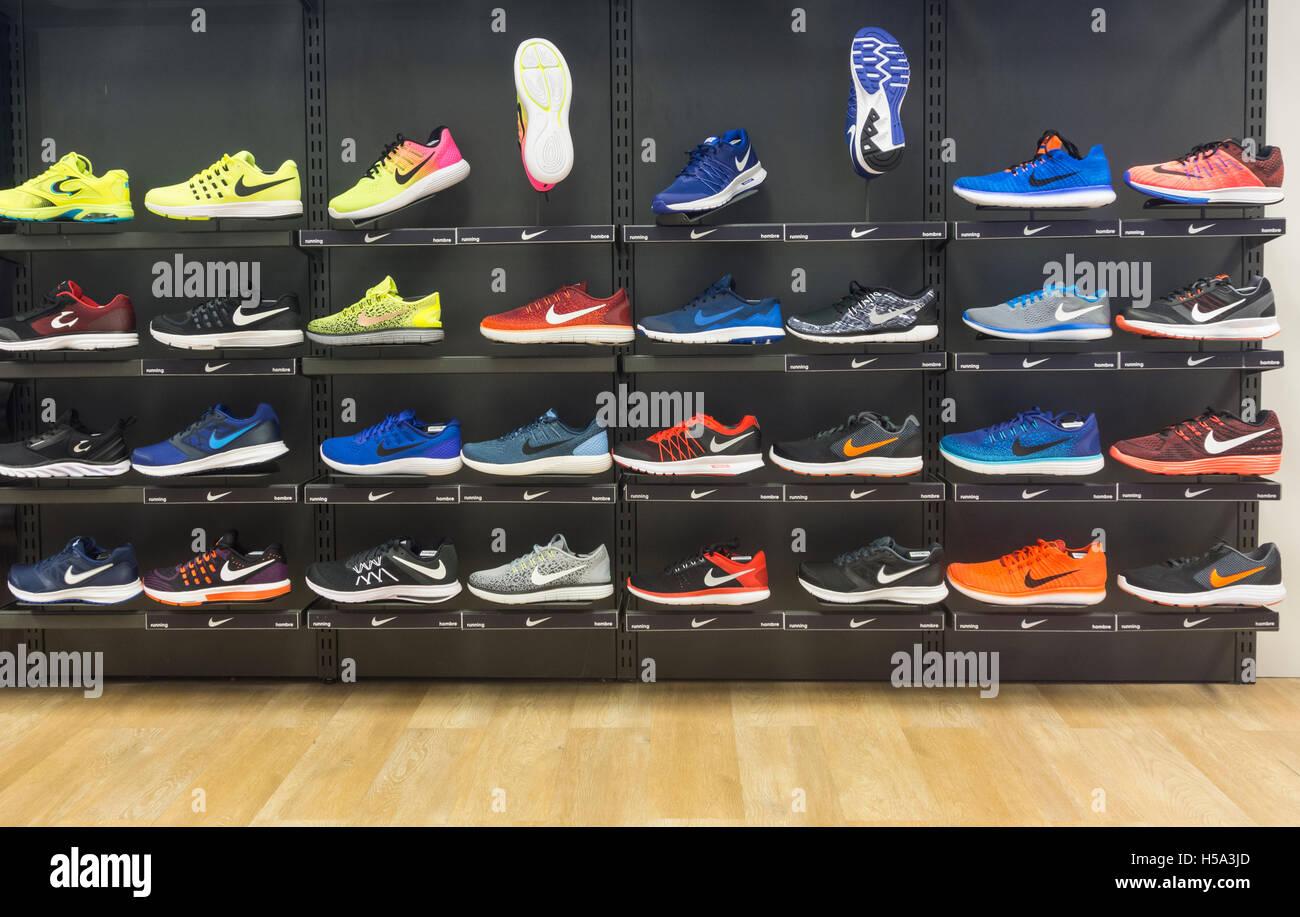 size 40 c3dd2 7b00a Nike Laufschuhe Shop-display Stockbild