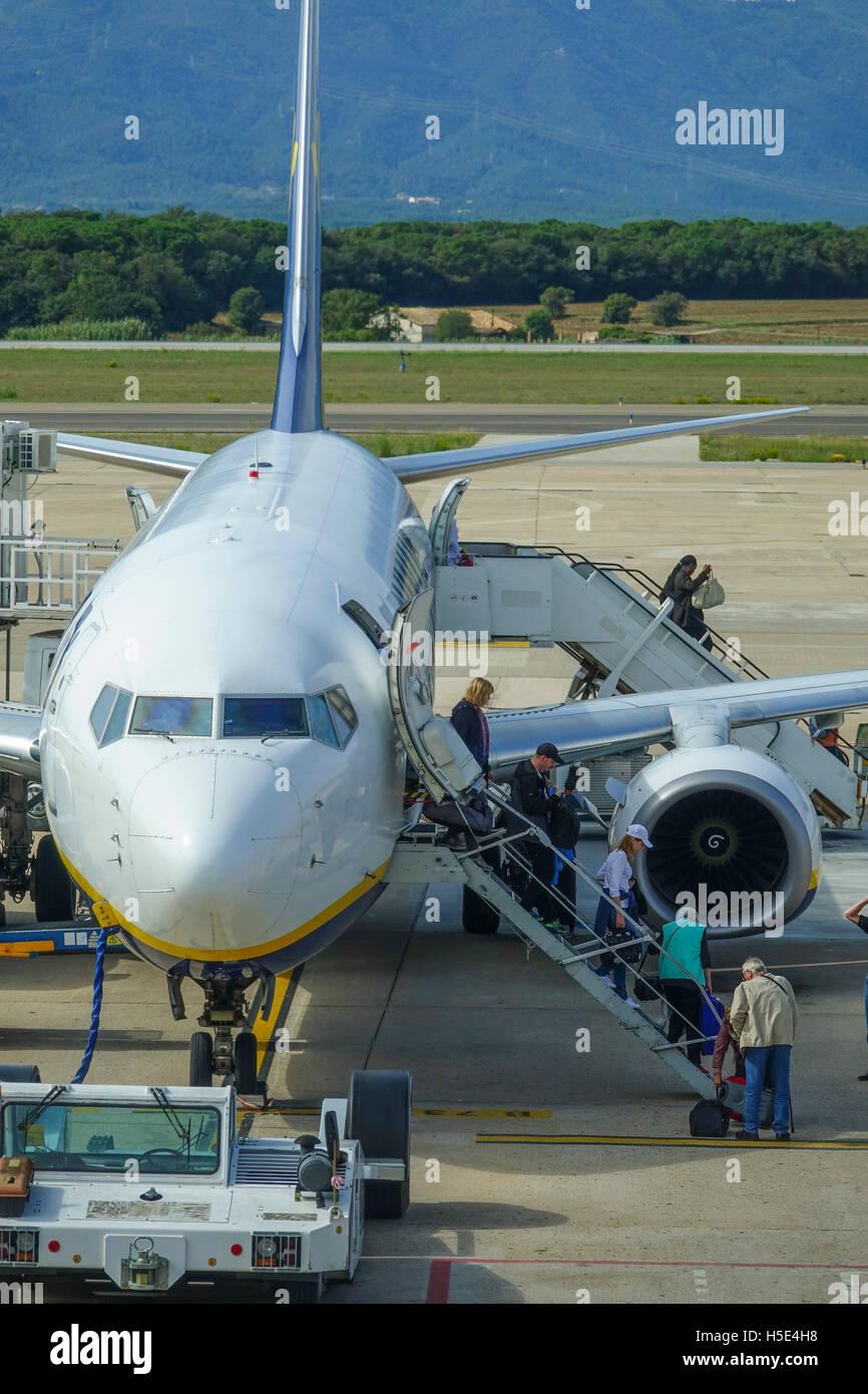 Passagiere am Flughafen aussteigen Stockbild