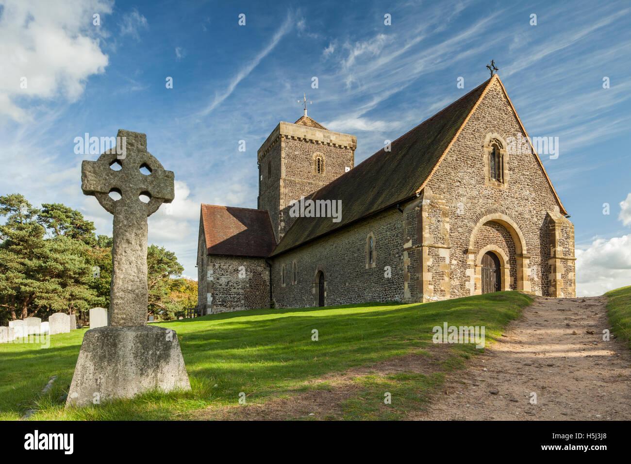 Herbstnachmittag bei der legendären Kirche von St. Martha-on-the-Hill in der Nähe von Chilworth, Surrey, Stockbild