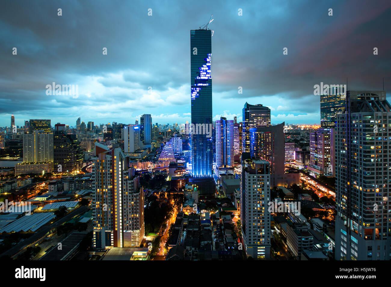 Skyline von Bangkok, Mahanakhon Wolkenkratzer Turm ist höchsten Gebäude in Thailand, Silom Gegend, Bangkok Stockbild