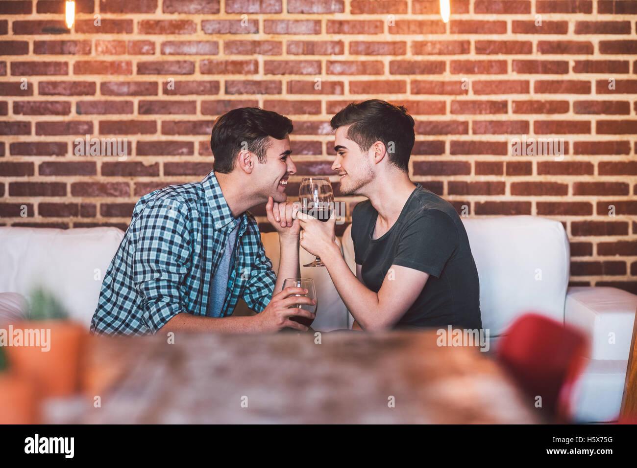 Wein und Romantik teilen Stockbild