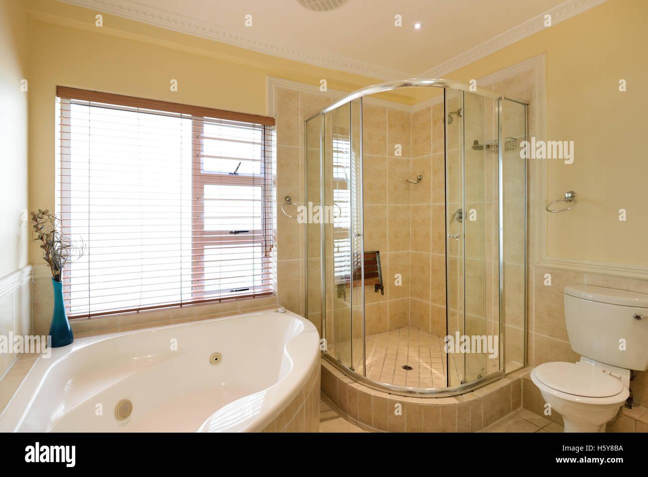 Ein Hotel-Badezimmer Stockfoto, Bild: 124145150 - Alamy