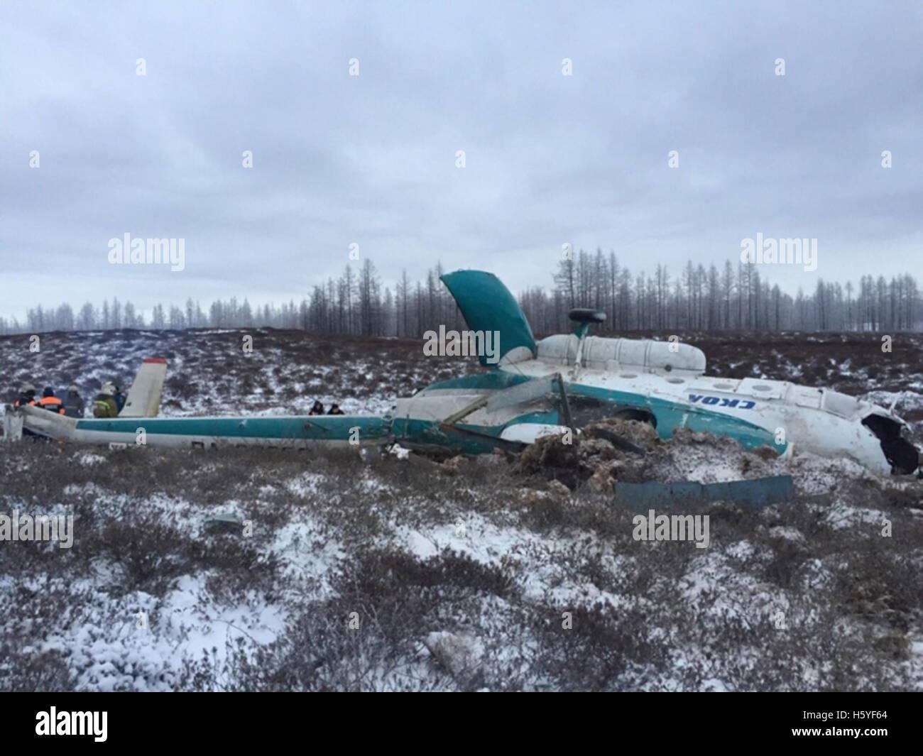 Jamalo-Nenets autonome Gebiet, Russland. 22. Oktober 2016. Ein Blick auf die Mil Mi-8 Hubschrauber Absturzstelle. Stockbild