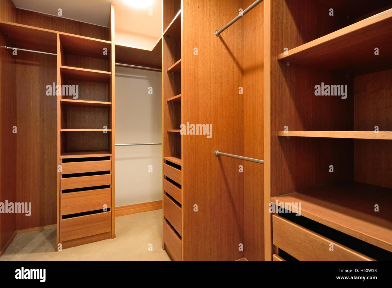 Ein Begehbarer Kleiderschrank Stockfotografie Alamy