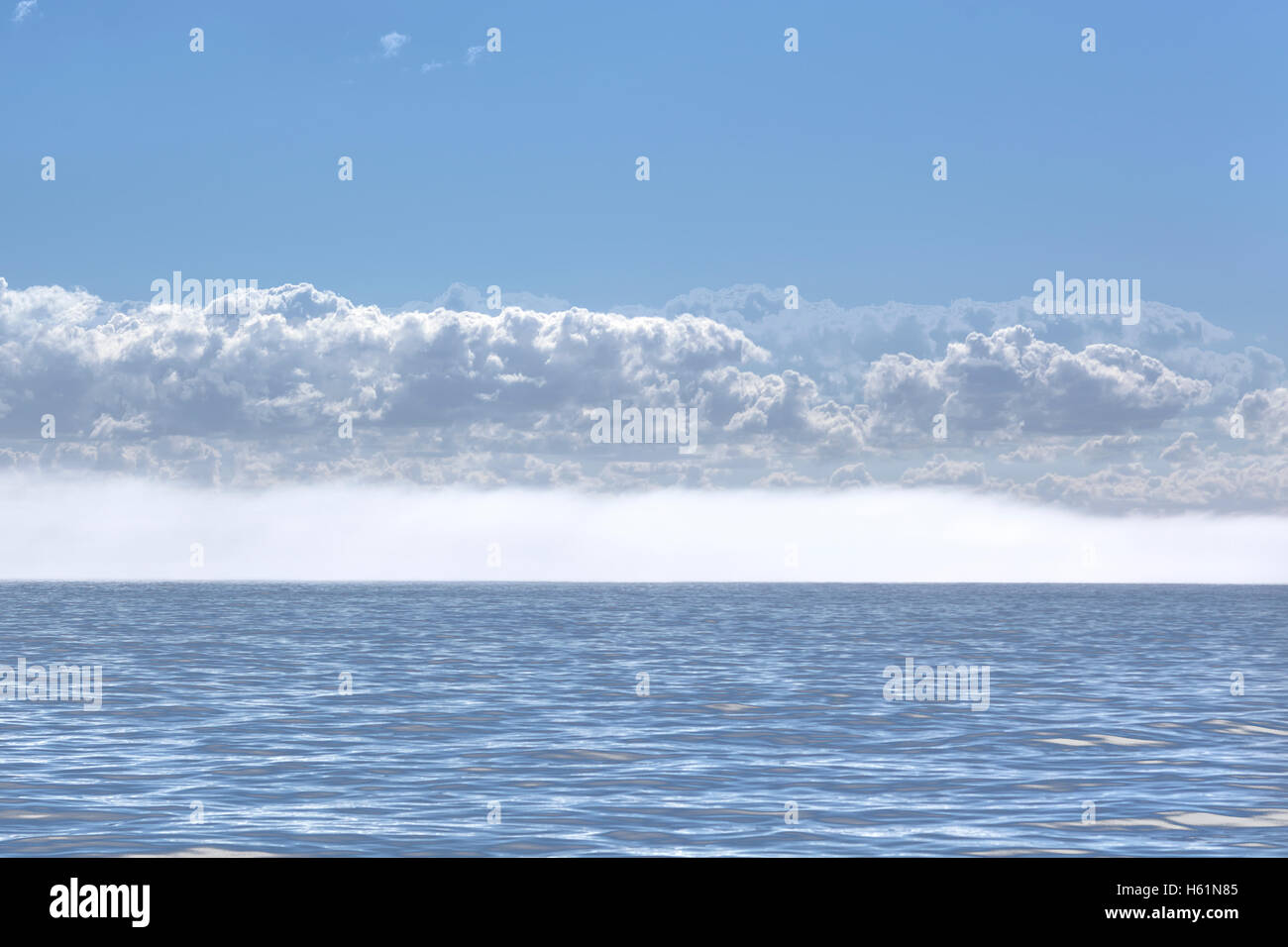 Nebel am Horizont Stockbild