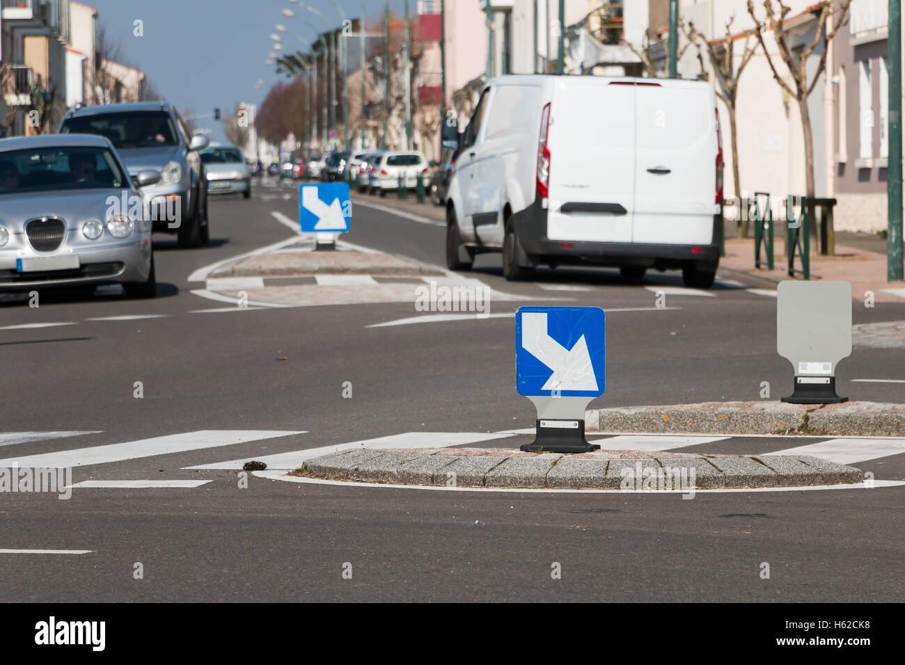 Sables Olonnes, Frankreich - 20. März 2016: Kreisverkehr Kreisverkehr Rotary, wenn die Menschen in die Arbeit Stockbild