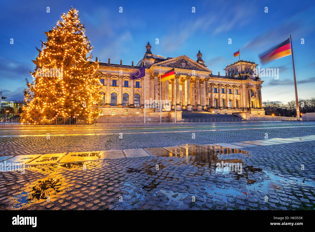 Reichstag und Weihnachten Baum in Berlin Stockbild