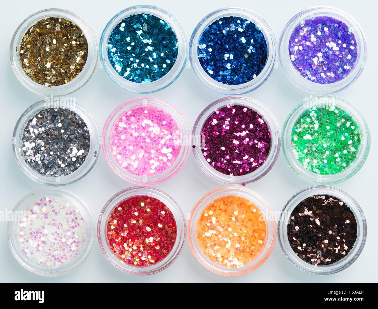 Gläser mit Glitzer für Nagel Dekoration Stockbild