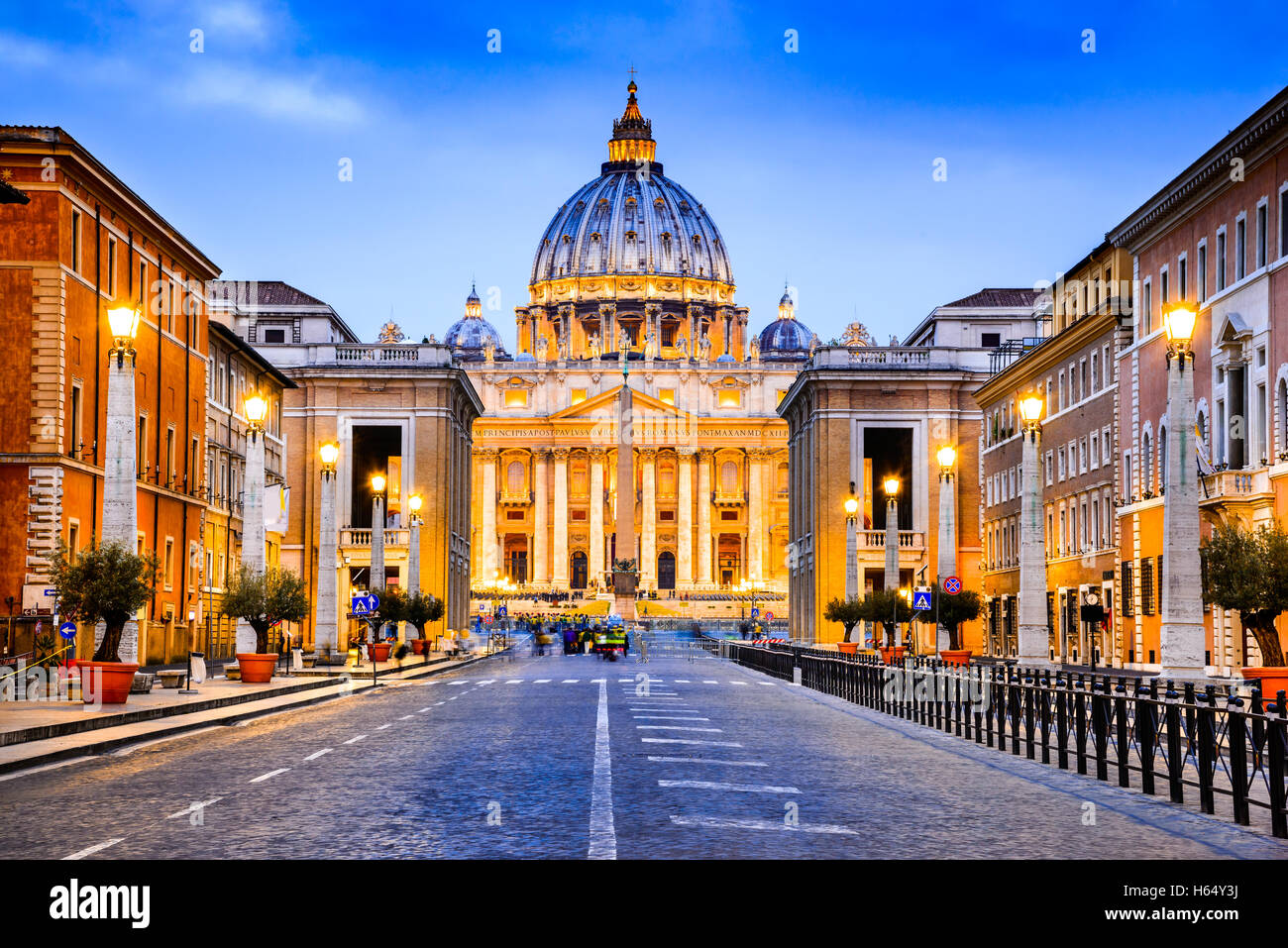 Rom, Italien. Die päpstliche Basilika von St. Peter im Vatikan (Basilica Papale di San Pietro in Vaticano) Stockbild