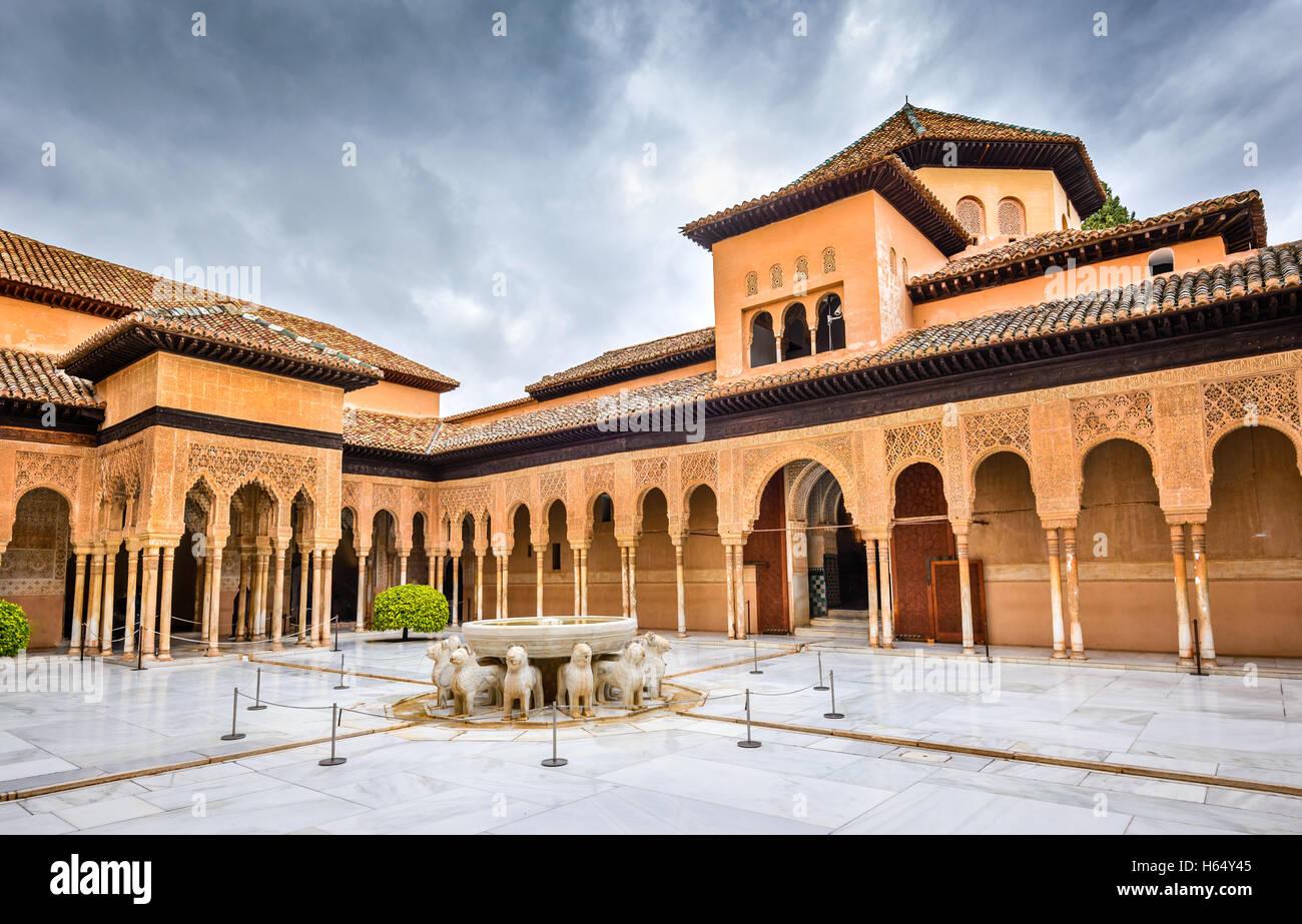 Granada, Spanien. Patio de Los Leones in Alhambra von Granada, eine der am meisten bekannten Sehenswürdigkeiten Stockbild