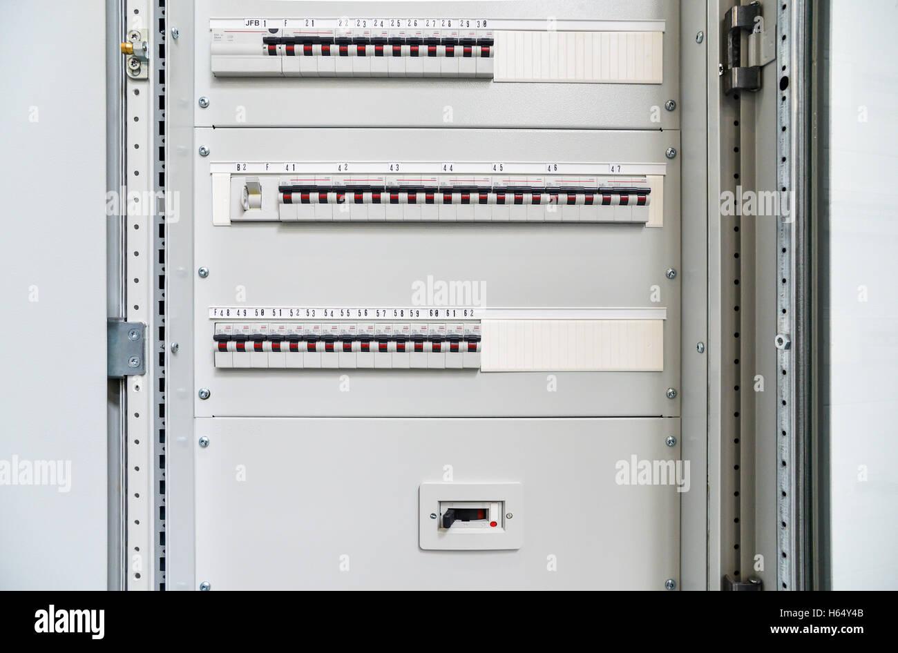 Niedervolt-Kabinett für Leistungs- und Strom. Ununterbrochene, elektrische Spannung. Stockbild
