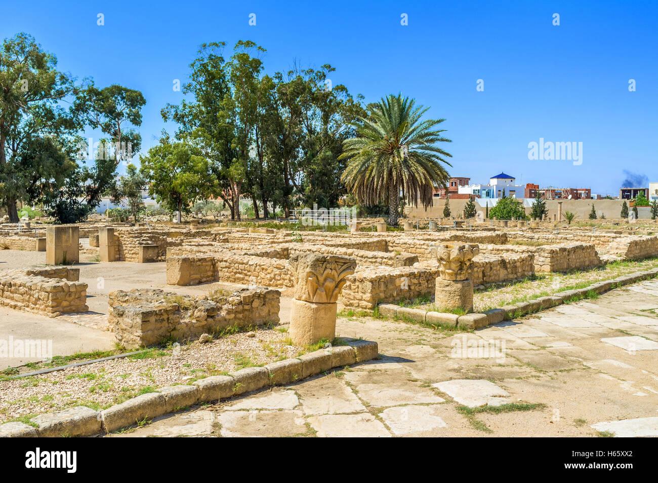 Viele tunesischen Städte rühmen, archäologische Stätten und Museen mit punischen und römischen Stockbild