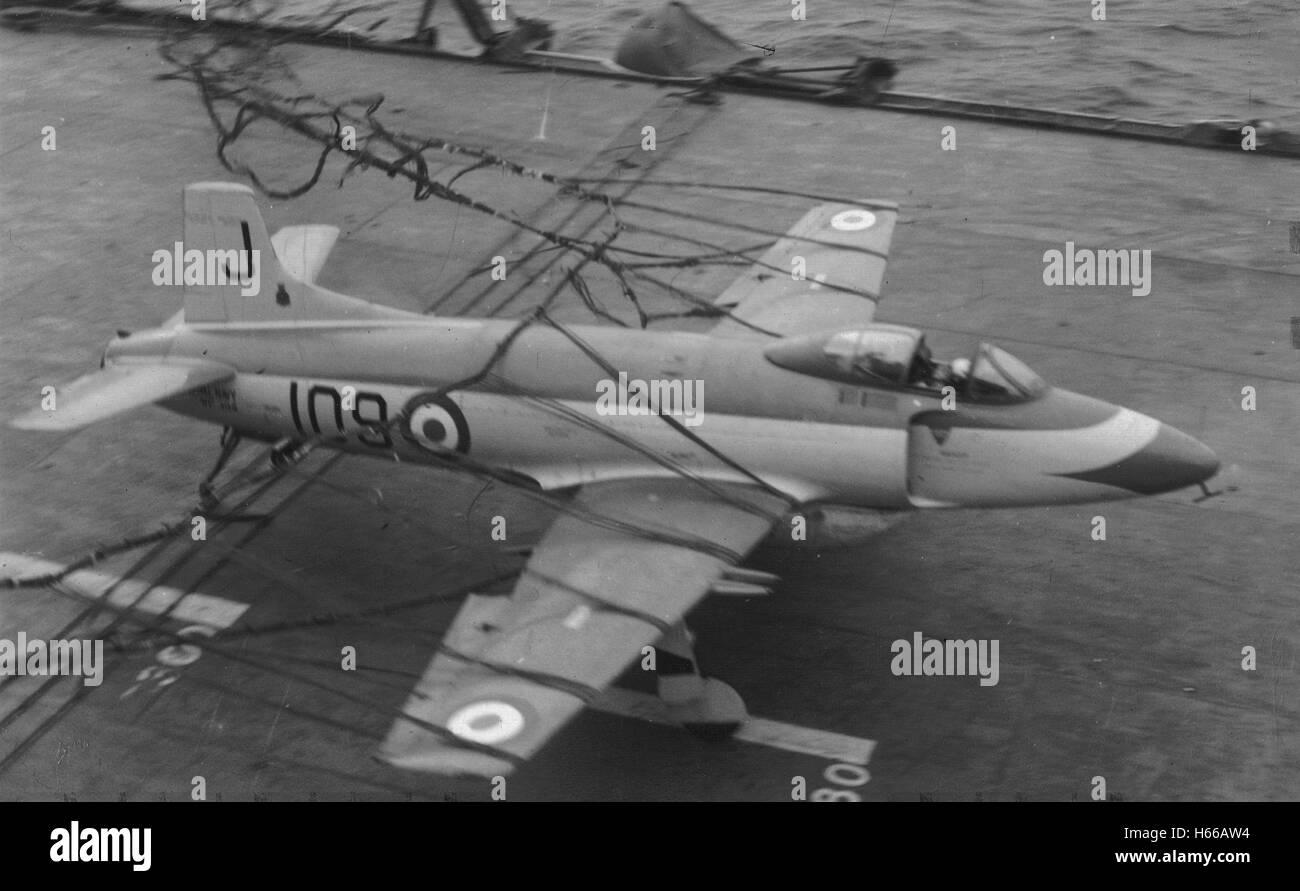 Fantastisch Flugzeuge Fliegen Drähte Fotos - Elektrische Schaltplan ...