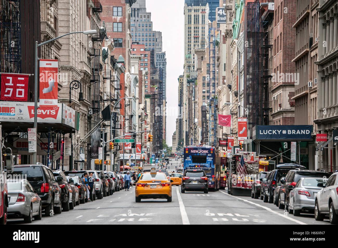 broadway stra enschlucht soho manhattan new york city stockfoto bild 124313203 alamy. Black Bedroom Furniture Sets. Home Design Ideas
