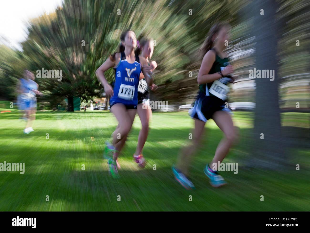 Läufer In Einem Wisconsin High School Girls Cross Country