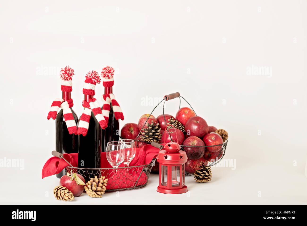 Weinflasche kerzenhalter stockfotos & weinflasche kerzenhalter