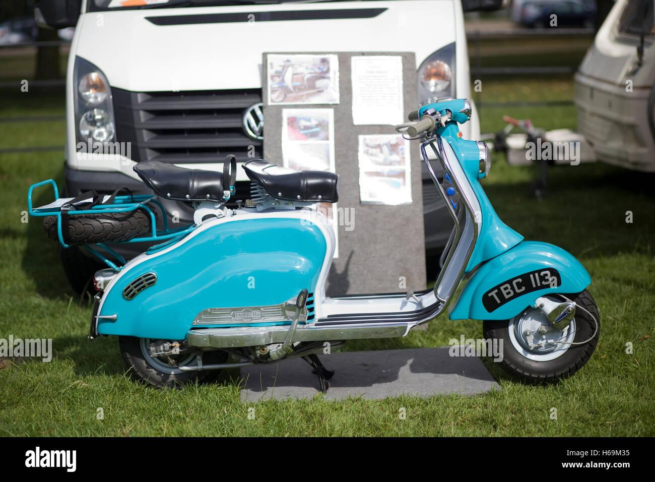 klassische 1959 lambretta 1 125 li 2 sitzer scooter stockbild