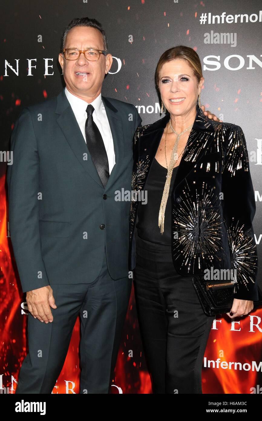 Los Angeles, CA, USA. 25. Oktober 2016. Tom Hanks, Rita Wilson im Ankunftsbereich für INFERNO Premiere, Directors Stockbild