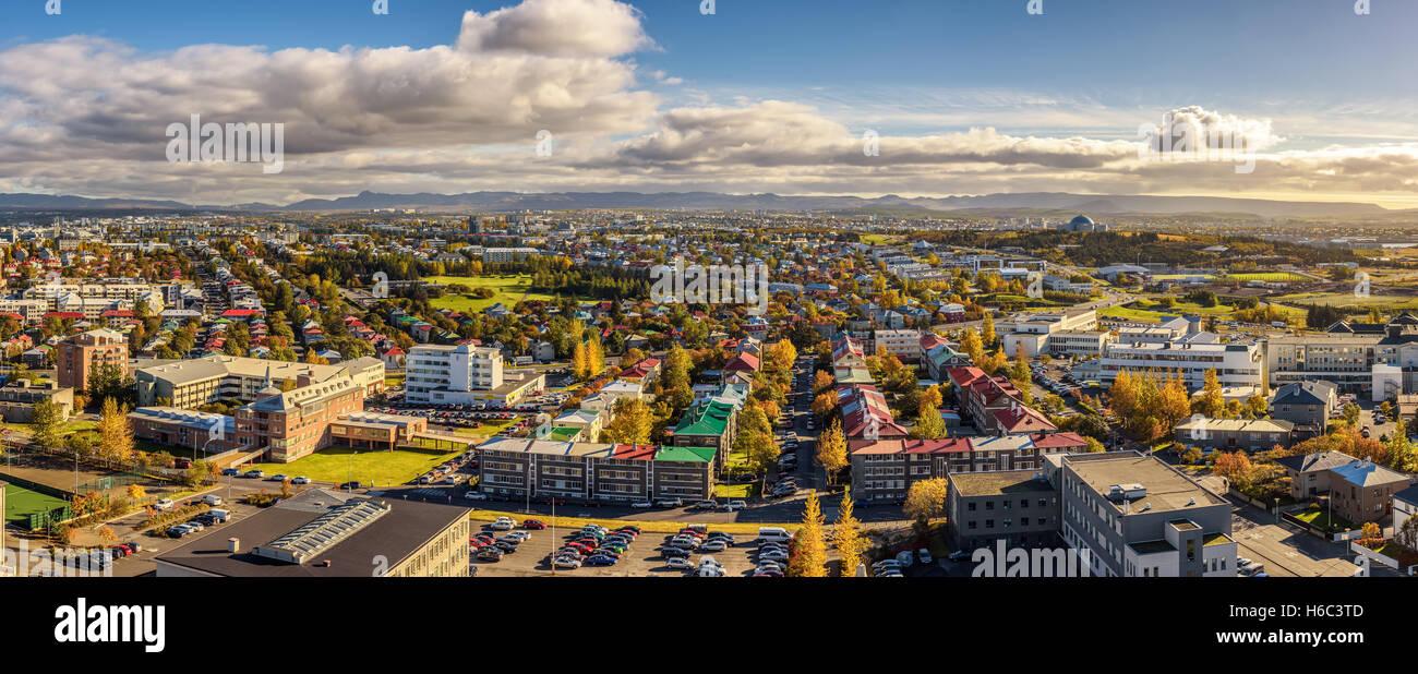 Panorama von Reykjavik in Island betrachtet von der Spitze der Hallgrimskirkja Kirche Stockbild