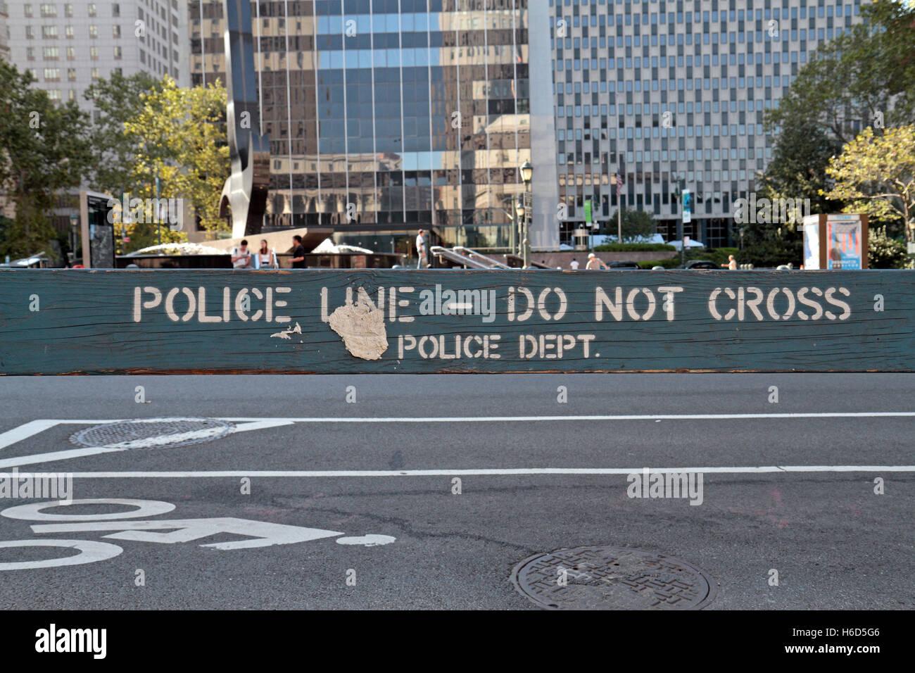 """Ein """"Polizeiabsperrung - kreuzen nicht"""" Barriere in Lower Manhattan, New York, USA. Stockbild"""