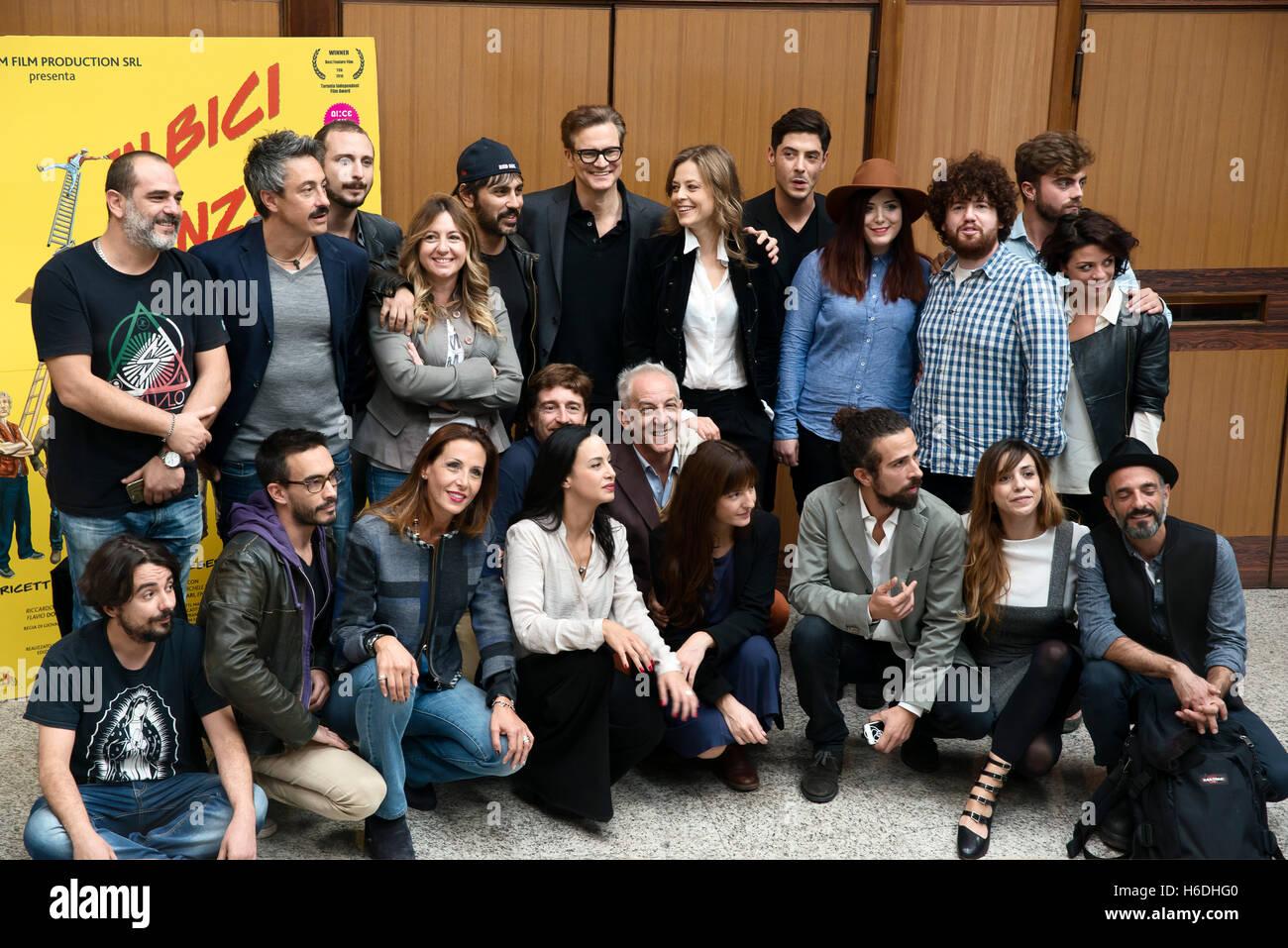 """Rom, Italien. 27. Oktober 2016. Colin Firth besucht die Photocall """"In Bici Senza Sella"""" bei der Universität Stockbild"""