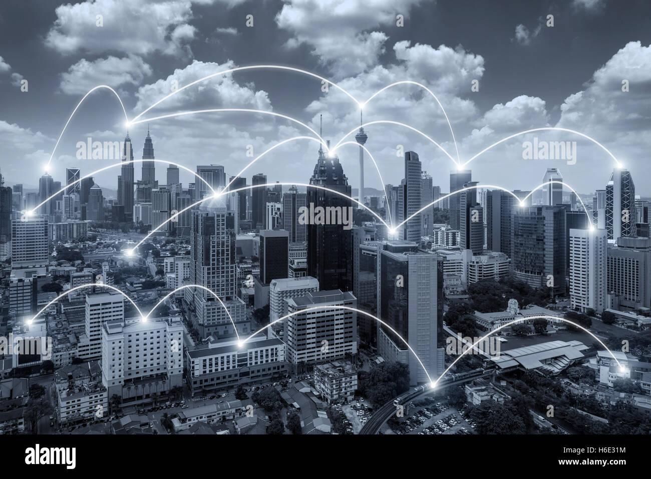 Netzwerk-Verbindung Geschäftssystem auf Kuala Lumpur Stadt im Hintergrund. Netzwerk-Verbindung Geschäftskonzept. Stockbild