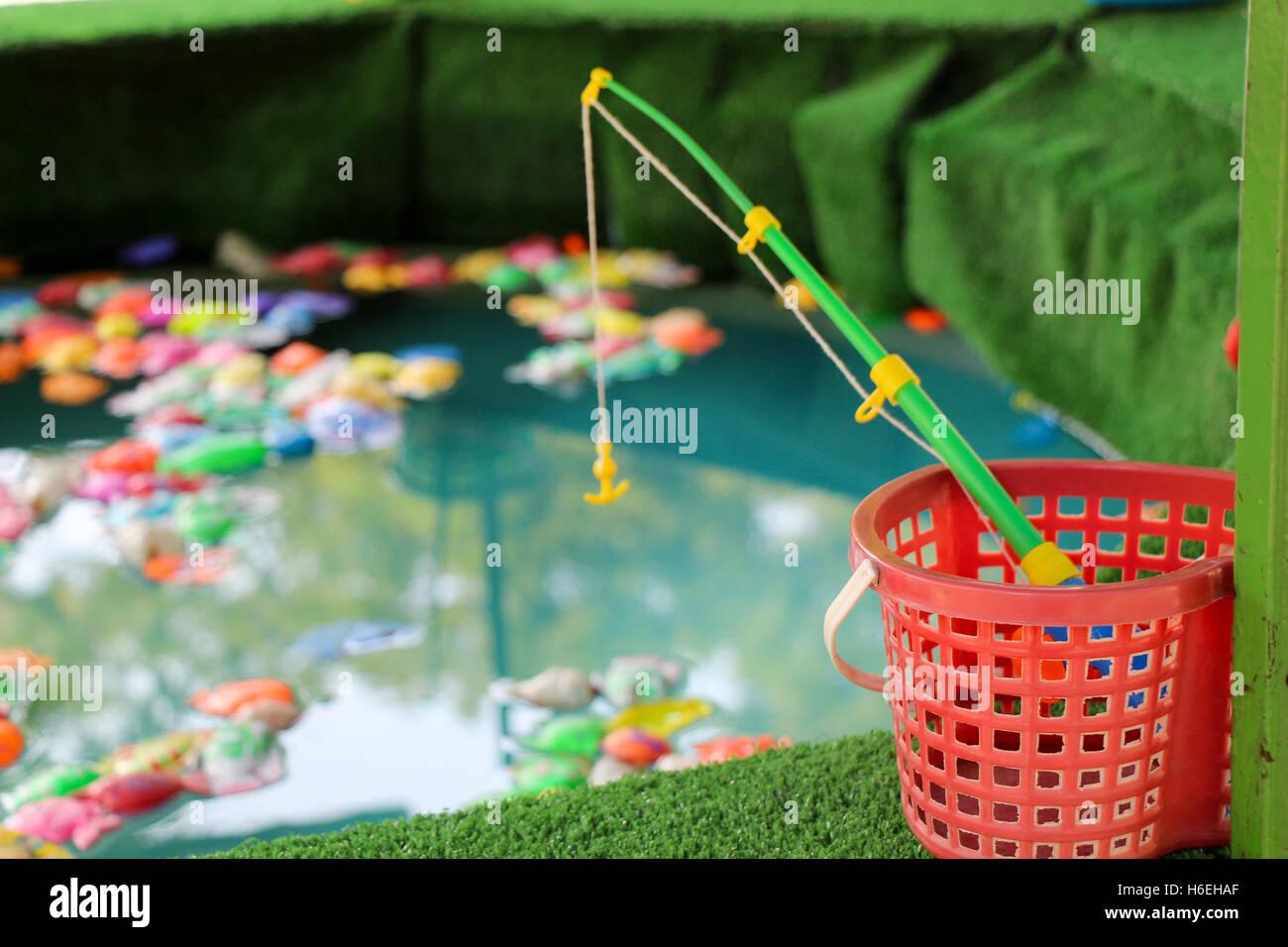 Aquarium toy stockfotos aquarium toy bilder seite 2 for Aquarium fische im teich